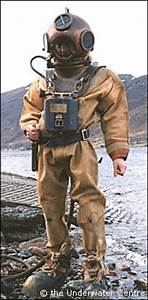 deep-sea diver in old diving suit   REFERENCE   Pinterest ...