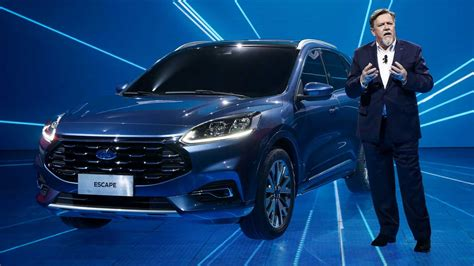 There are also different engines & packages to choose from. 2020 Ford Escape Gets A Bigger Grille In China
