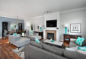Damask accent wall family room contemporary with area rug