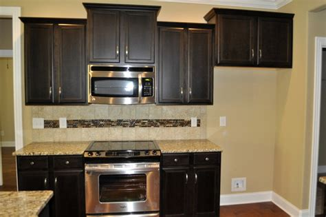traditional kitchen color schemes popular kitchen colors traditional kitchen nashville 6333