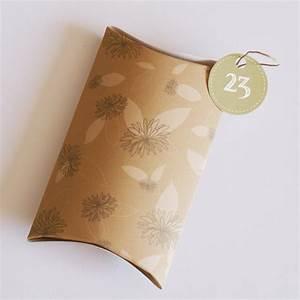 Pochette Cadeau Papier : fabriquer une pochette cadeau en papier imprim de dahlia ~ Teatrodelosmanantiales.com Idées de Décoration