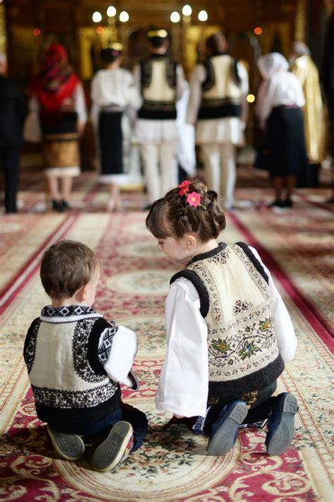 Portul popular românesc - încântare, teologie și viață ...