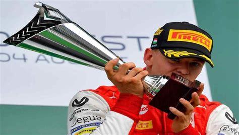Michael schumacher is a retired german racing driver who raced in formula one for jordan grand prix, benetton and ferrari, where. Mick Schumacher, hijo de Michael, debutará en la F1 para 2021