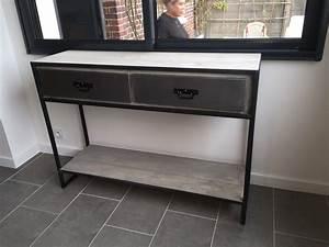 Meuble Entree Industriel : consoles meuble ~ Teatrodelosmanantiales.com Idées de Décoration