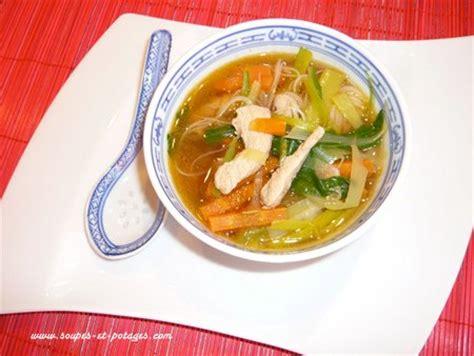 cuisiner du choux chinois potage pak choï et poulet thaï soupe asiatique soupes