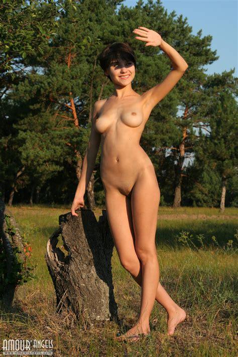 Skinny Slut Showing Curvy Figure And Enjoying Masturbation