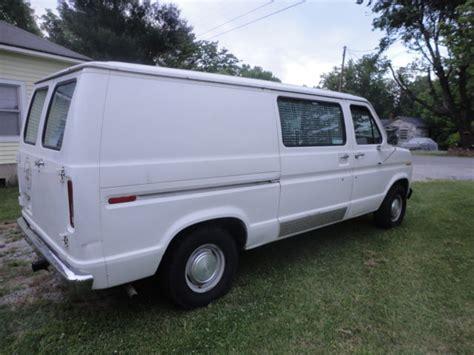 1988 Ford E-150 Econoline Custom Standard Cargo Van 2-door