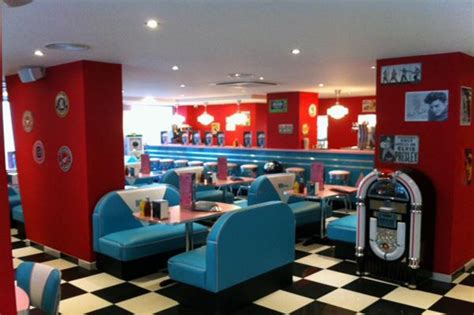 hd diner levallois  retro decor  bars booths