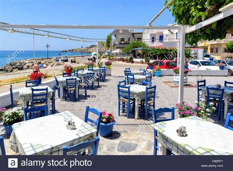 Griechische Tavernen Möbel by Taverna Crete Stockfotos Taverna Crete