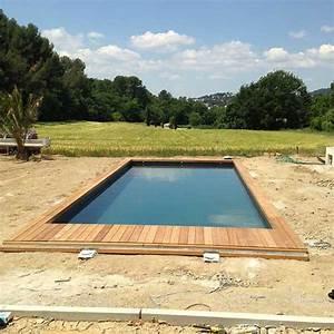 peinture piscine coque polyester plus resistant qu39un With maison en beton coule 15 piscine coque polyester