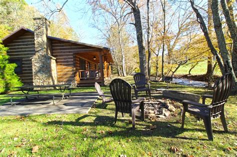 creek cabin rentals stocked trout creek fishing cabin in the smokies