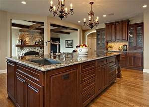 Large Island with sink and dishwasher - Traditional