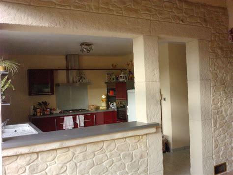 donnez un charme rustique à votre cuisine avec un mur en