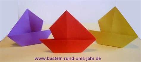 papierschiff basteln rund ums jahr