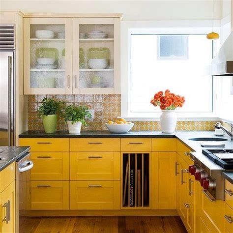 yellow kitchen decor ideas  raise  mood digsdigs