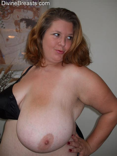 Curvy Amateur Mom Shows Her Heavy Hangers