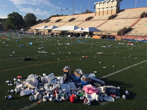 Trash Boat Konzert by Veterans Stadium Left A Mess After Festival