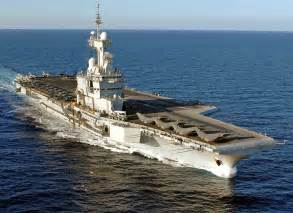 le porte avions charles de gaulle en mission mer et marine