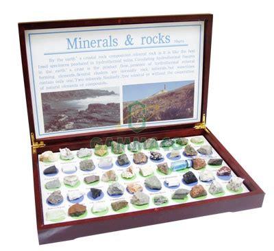 ตัวอย่างแร่และหิน 50 ตัวอย่าง