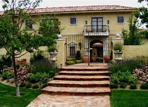 Hausfassaden ? Beispiele und Tipps mit Mauern und Pforten
