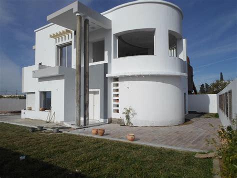 cuisine et salon ouvert villa neuve et imposante avec piscine zone résidentielle