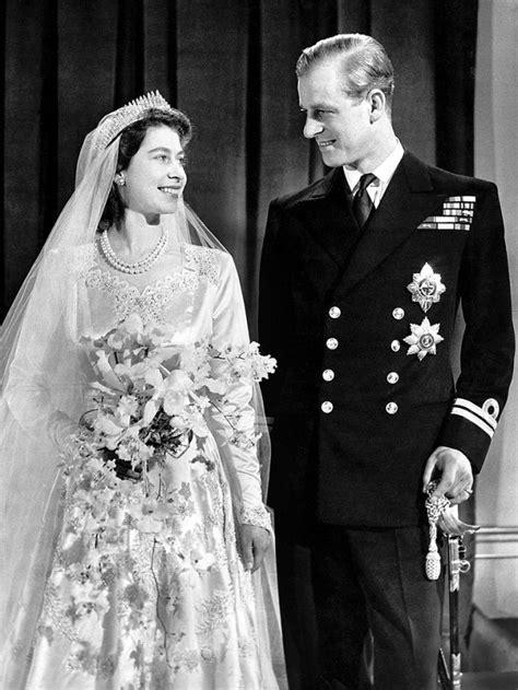 Elisabetta ii è regina non solo del regno unito, ma anche di canada, australia, nuova zelanda e di altri 12 stati membri del commonwealth. Regina Elisabetta discorso di Natale 2020 del 25 dicembre ...