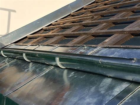 dachrinne montieren zink dachrinnen und dachrinnenreinigung