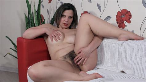 Ellariya Rose Masturbates On Her White Couch