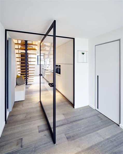 porte en verre sur mesure portes pivotantes avec charni 232 res pivotantes centrales ou excentr 233 es anyway doors