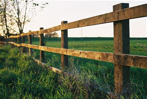fencing photos file farm fence in watlington jpg