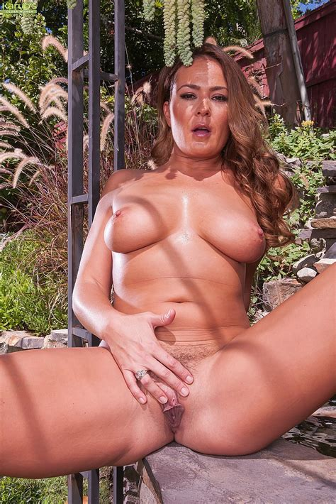 pussy rubbing at the backyard with elexis monroe moms archive