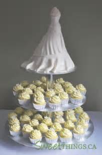 wedding shower cakes sweetthings bridal shower cake n 39 cupcakes