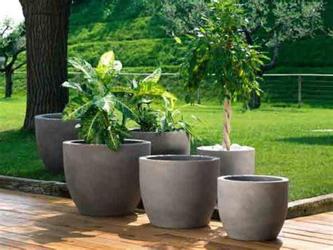 vasi in giardino vasi in resina da esterno vasi e fioriere vasi per