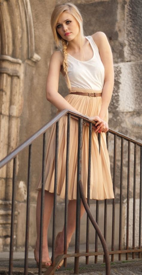 45 Glamorous Outfit Ideas For Flat Chested Women