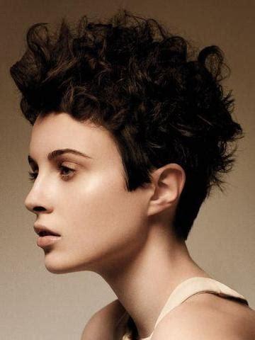 kurze haare naturlocken trendige kurzhaarfrisuren