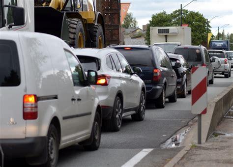 Uz Tallinas šosejas izveidojies sastrēgums - Reģionos - nra.lv