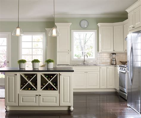 white painted kitchen cabinets homecrest
