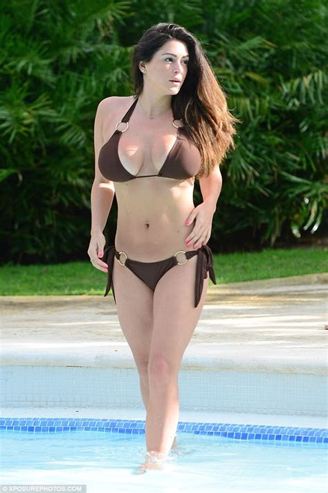 Casey Batchelor shows off her curves in Dominican Republic ...