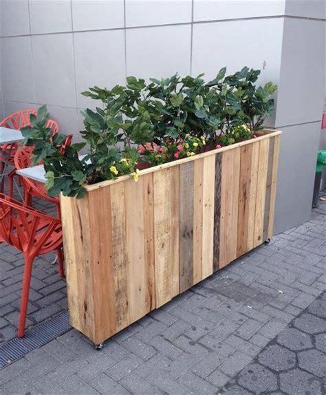 pallet planter box diy recycled pallet planter box 101 pallets