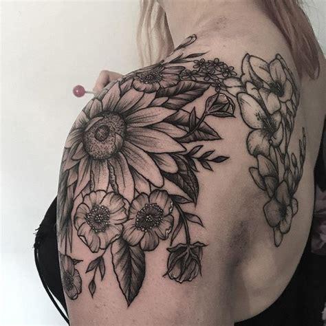 foto de Image result for sunflower and floral shoulder cap tattoo
