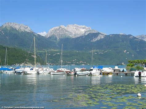 grande photo du port de plaisance de jorioz au bord du lac d annecy