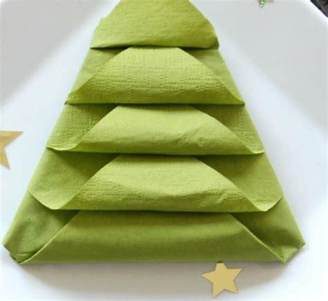pliage serviette sapin de noel pliage de serviettes en papier pour n importe quelle occasion