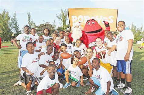 bahamas bowl players rub shoulders  youth  tribune