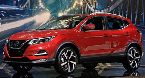 nissan rogue sport facelift boasts  styling
