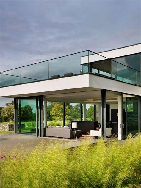Moderne Häuser Und Gärten by Glas Gel 228 Nder 252 Berdachte Terrasse Modernes Neubauhaus Mit