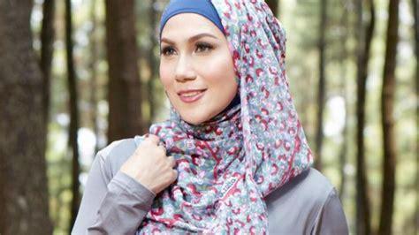 model hijab motif bunga  wajah oval tribunnewscom