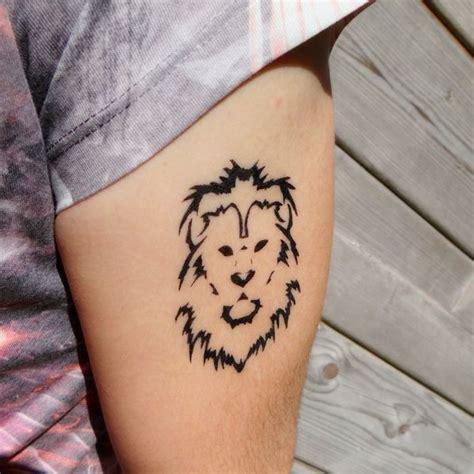 tatouage lion geometrique