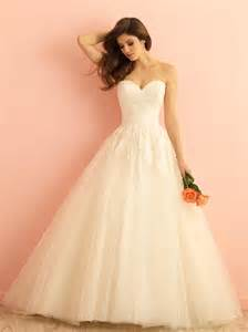 wedding dressing ivory lace tulle strapless sweetheart gown wedding dress of