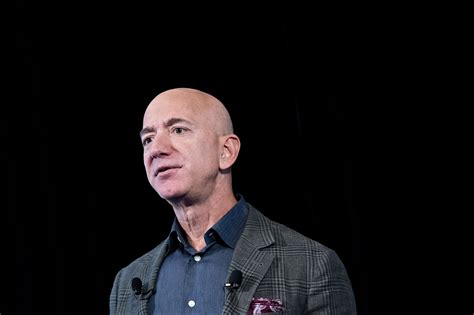 Jeff Bezos Plans to Step Down as Amazon's CEO in Q3 of ...