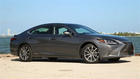 lexus es  luxury review hitting  reset button